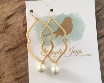 Simple pearl and gold