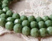 6 mm 32 Faceted Cut Earth Shape Green Color Glass / Crystal / Lampwork Beads (.mn)