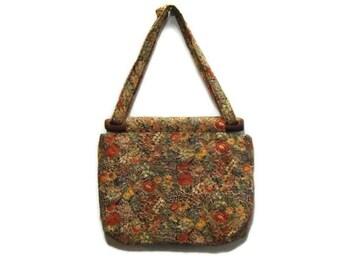 70s 80s Quilted Floral Handbag or Shoulderbag Purse with Wooden Slide Vintage Salli of Cape Cod The Salli Bag