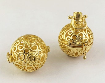 Lockets -2pcs Filigree Lucky Magic Box Yellow Gold Tone Brass Locket For Essential Oil Diffuser Necklace 21mm M307-6