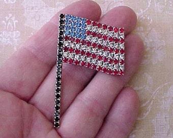 Very Handsome Vintage American Flag Rhinestone Brooch