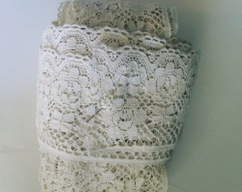 vintage crocheted lace trim 13 yards