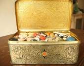 2  1/2 Pounds of Vintage Buttons, Grandma's Buttons, Vintage Lot of Sewing Supplies, Crafts, Projects