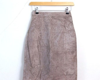 Vintage Womens Suede Skirt >> 1990s 90s Retro Soft Brown Suede Leather Pencil Skirt >> XSmall / UK 6 / Euro 34 / US 2