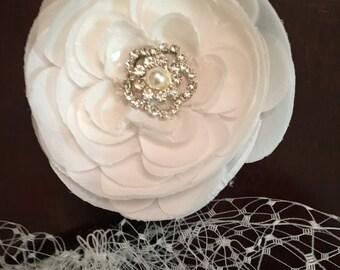 Birdcage veil in white with elegant flower fascinator