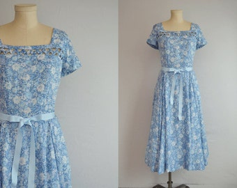 Vintage 1950s Dress / 50s Floral Print Circle Skirt Day Dress / Liberty of London Floral Cotton Dress with Lattice Detail