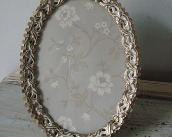 Vintage Picture Frame/oval shabby-chic frame/gold ornate picture frame