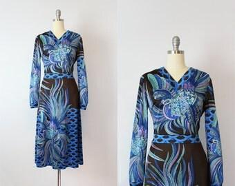 vintage 70s novelty print dress / 1970s bird print dress / graphic dark print dress / blue purple bird dress / Flight of Fancy dress