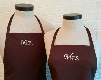 Brown cotton Mr & Mrs Matching Aprons - FREE Shipping, can be personalized, wedding gift, couple cooking gift, Made in USA