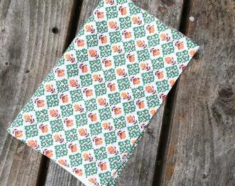 Vintage American Feedsack Fabric - Rosebuds and daisies