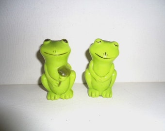 Frog Salt and Pepper Shakers Plastic 1970's Vintage