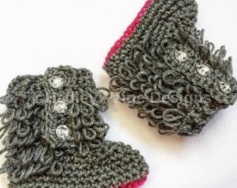 Adorable crochet baby booties