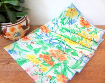 Set Of 8 Retro Vintage Cloth Floral Napkins