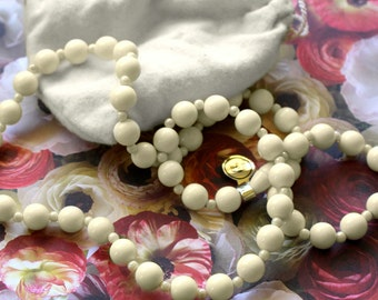 "Avon Ivory Tone ""Fashion Lustre Bead"" Necklace - Vintage 1980"