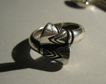 Sterling silver Tribal Ring Signed Atara Size 7 Hooves
