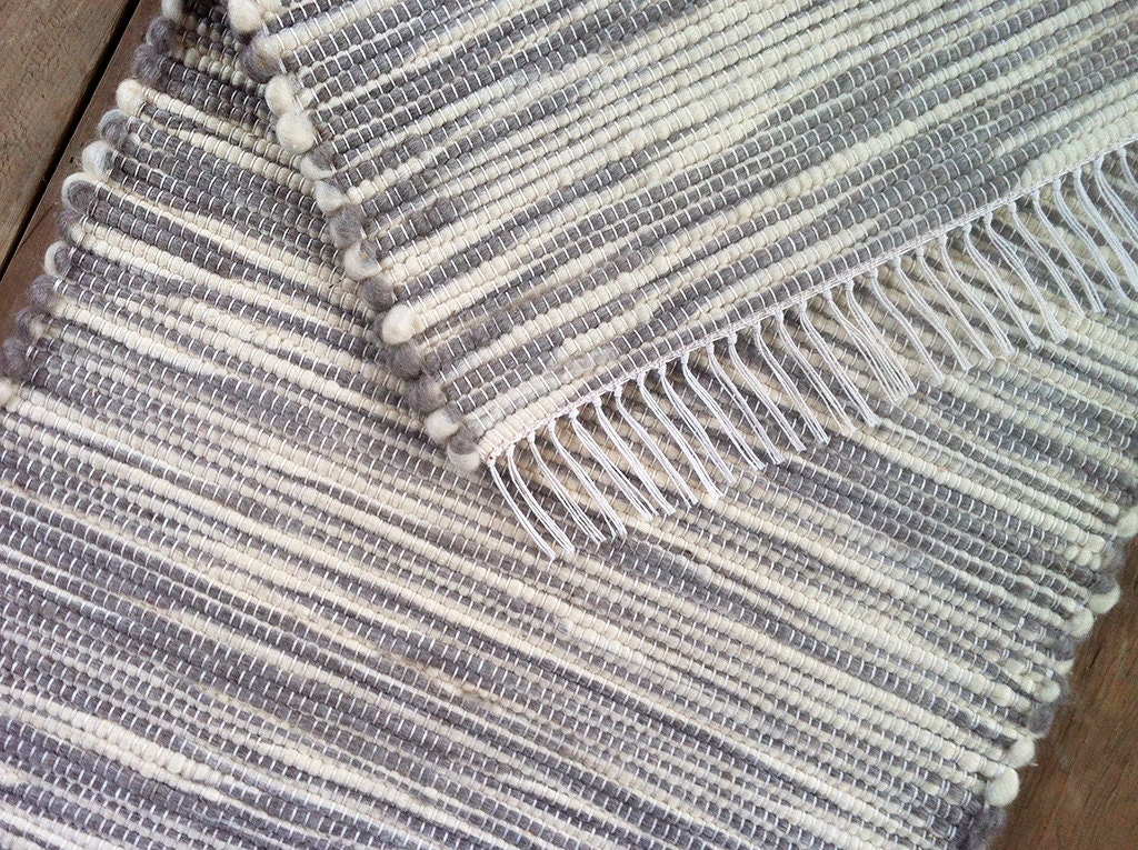 2x3 Wool Rug Grey And White