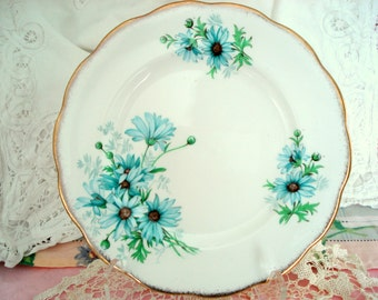 Vintage Luncheon Plate Royal Albert Marguerite Fine Bone China England Salad Plate Tea Plate Blue Daisy Shabby Chic Vintage Wedding