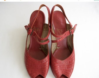 ON SALE vintage. SHOES. leather. Peeptoe. heels. Red. Size 7. 1940s.