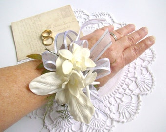 Beach Wedding Corsage, Starfish Corsage, White Orchid Wrist Corsage, Tropical Destination Wedding Mother of Bride Groom Flowers Seashell