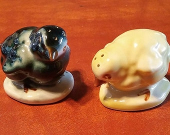 Chick Salt Pepper Shakers - Chicken - Poultry - Yellow - Black - Kitchen Decor