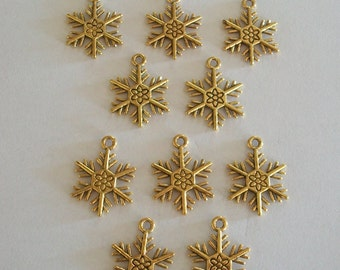 10 Pieces Pretty Antique Gold Christmas Snowflake Charms