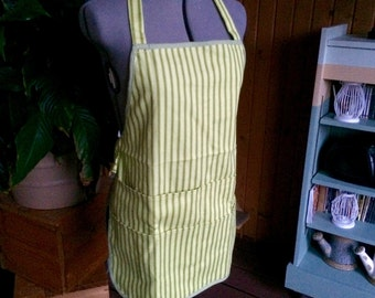 Seven Pocket Apron: Green