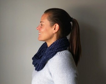 Navy Chain Scarf . Short . Navy Blue Scarf . Blue Infinity Scarf . Navy Circle Scarf . Chunky Crochet Scarf . Crochet Chain . Scarf Necklace
