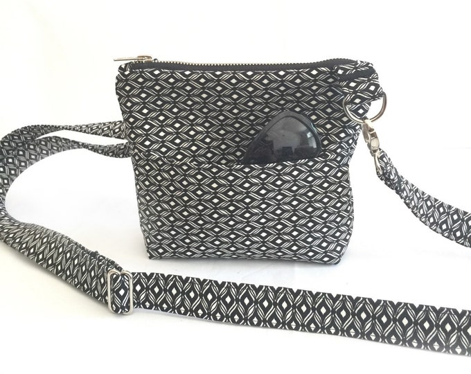 Small Cross the Body Bag, Zippered Cross the Body Bag, Adjustable strap, long handle purse, Travel Purse, Across the Body Bag