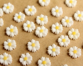 20 pc. White Two-Tone Daisy Flower Cabochons 9mm | RES-596