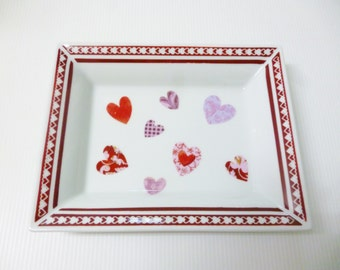 """""""Red hearts"""" porcelain dish"""