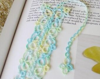Tatted Bookmark, Flowering Quatrain Bookmark