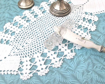 Vintage small crochet doily fish shaped white cotton 15 x 30 cm