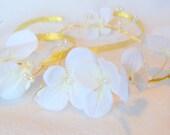 Bridal headband with white flowers - Bridal flower head piece - Bridal head piece with white flowers
