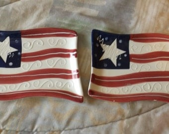 "Vintage Collector Set of 2 US Flag Dish Plates  61/4 x 4 1/2"" ""  CL31-6"