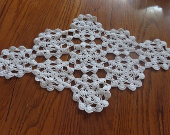 Crocheted Dresser Cover, Vintage, Handmade Centerpiece, Doily, 1960's - Vintage Crocheted Doily - Cottage Chic - Vintage Linens - Home Decor