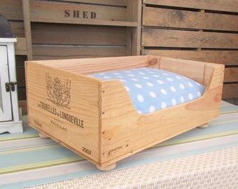 Wine box cat bed - Les Tourelles De Longueville - original French wooden crate - French style - country - rustic home - pet bed