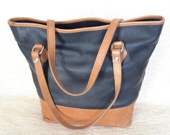Vintage genuine two tone tan leather shopping tote bag Italia