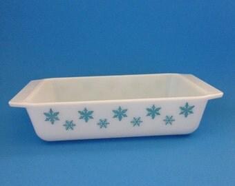Pyrex Snowflake 575 Space Saver Casserole - 2 Quart Turquoise Snowflake on White Pyrex Casserole Dish - No Lid