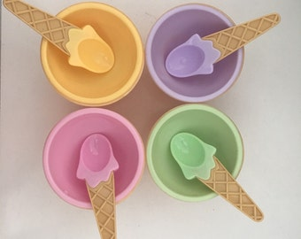 ADORABLE! Vintage Ice Cream Serving Bowls With Matching Spoons