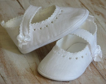 Baby ballet slippers Baptism shoes White baby shoes Baby gril shoes Handmade baby shoes Linen baby booties Newborn shoes Christening shoes