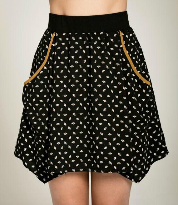 PAPILLON DE NUIT - short skater skirt with pockets, flared skirt, miniskirt, for women - black with paper fans print