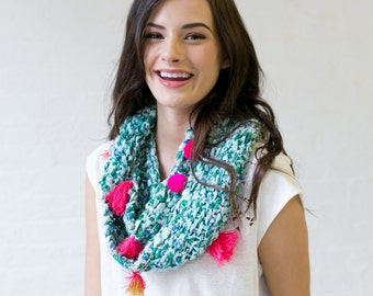 Breezy Does It Cowl Knitting Pattern - Simple and Quick Knitting Pattern - perfect for bulky and chunky art yarns!