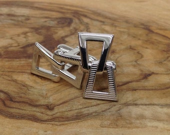 Vintage 1950's Silver toned chain link-shaped Cuff link set
