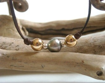 Tahitian pearl, gold filled beads on leather - adaptable woman bracelet