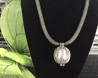 Big pearl !!! Sturdust necklace filled with Swarowski crystal !!!