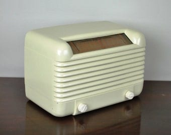 Antique 1946 Sentinel AM Radio Model 293 Plays And Looks Great.  FREE Shipping!