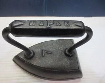 Vintage Black Cast Iron Wapak Sad Iron #7 Nice Condition