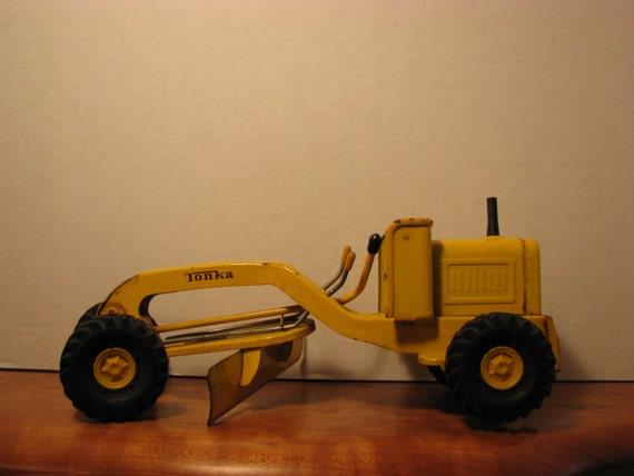 Vintage Tonka Tractors : Vintage mini tonka toy road grader tractor