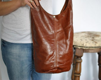Vintage LEATHER HOBO BAG , messenger leather bag .....(414)