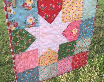 Quilt, Mini Quilt, Star Quilt, Patchwork mini quilt, Table topper, Floral, Modern, Wall Hanging
